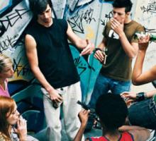Polovina srednjoškolaca pije alkohol, sedam odsto šesnaestogodišnjaka probalo droge