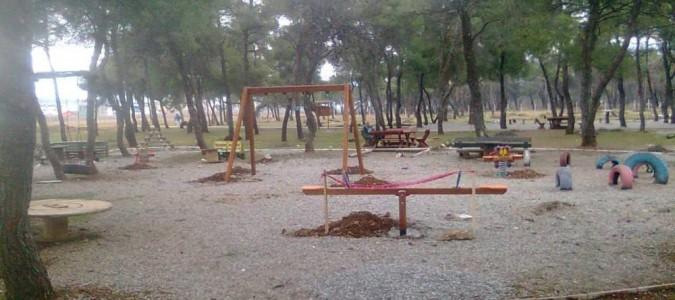 U blizini trim staze na Ćemovskom postavljeno igralište