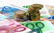 Euro Geldscheine mit Münzen