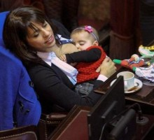 Argentinska poslanica podojila bebu tokom sjednice parlamenta