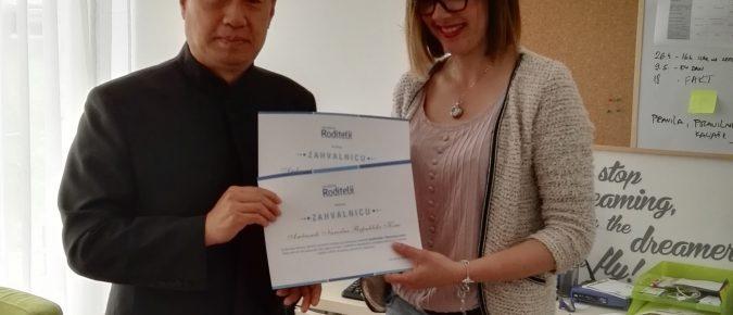 Ambasada Kine donirala sredstva za opremanje Biblioteke igračaka i Razvojnog centra