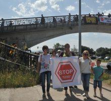 Napraviti trotoar i ograde duž ulice Vojislavljevića