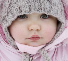 Kako oblačiti bebu tokom zime da ne bude ni hladno ni vruće