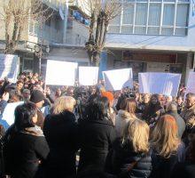 Protest majki zbog smanjenja naknada, tražile ostavku premijera
